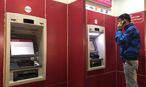 Nhiều ATM không rút được tiền - Ảnh 1.