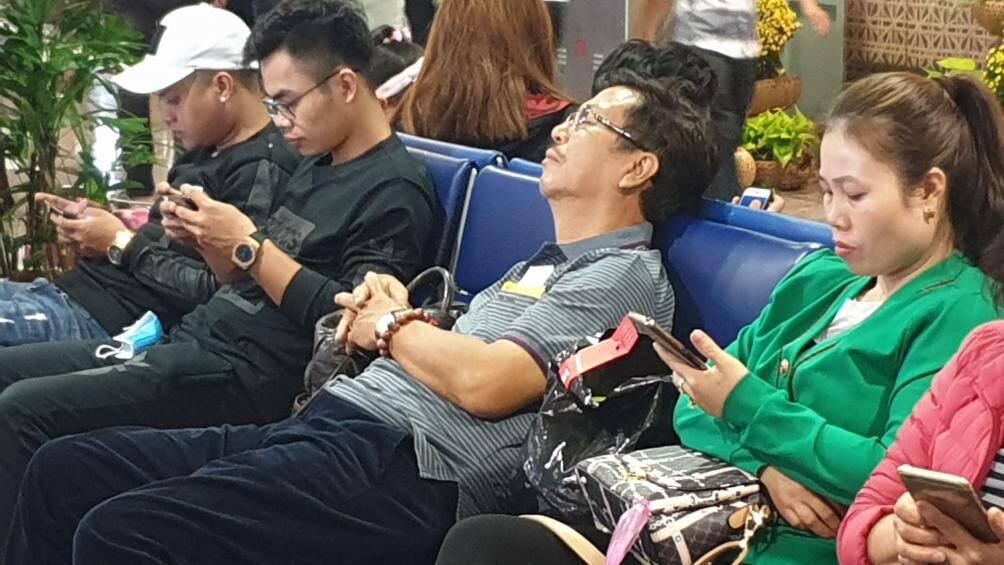 Nghìn người vạ vật ở Tân Sơn Nhất chờ lên máy bay về quê ăn Tết - Ảnh 7.