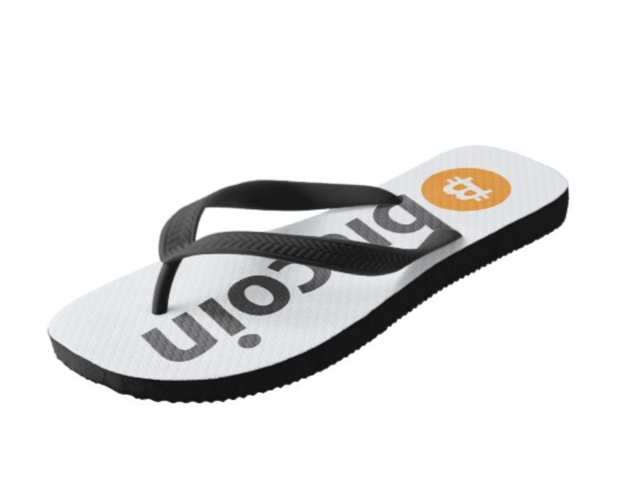 Dép lào Bitcoin tiện lợi cho mùa hè trên bãi biển