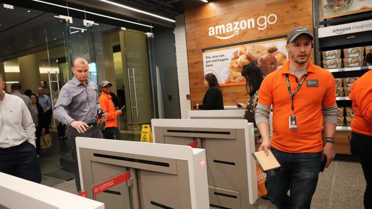 The Wall Street Journal: Amazon muốn biến bàn tay người tiêu dùng thành thẻ tín dụng - Ảnh 1.