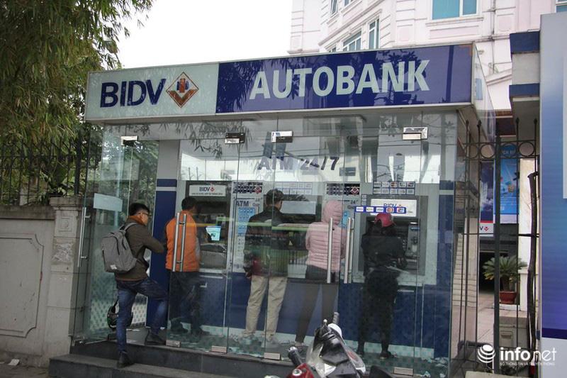 Không còn cảnh xếp hàng dài, ATM ngày giáp Tết vắng tanh - Ảnh 2.