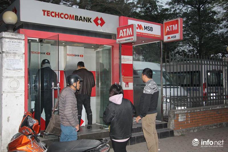 Không còn cảnh xếp hàng dài, ATM ngày giáp Tết vắng tanh - Ảnh 3.