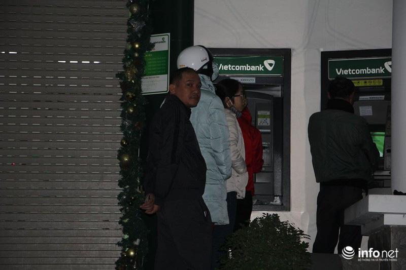 Không còn cảnh xếp hàng dài, ATM ngày giáp Tết vắng tanh - Ảnh 6.