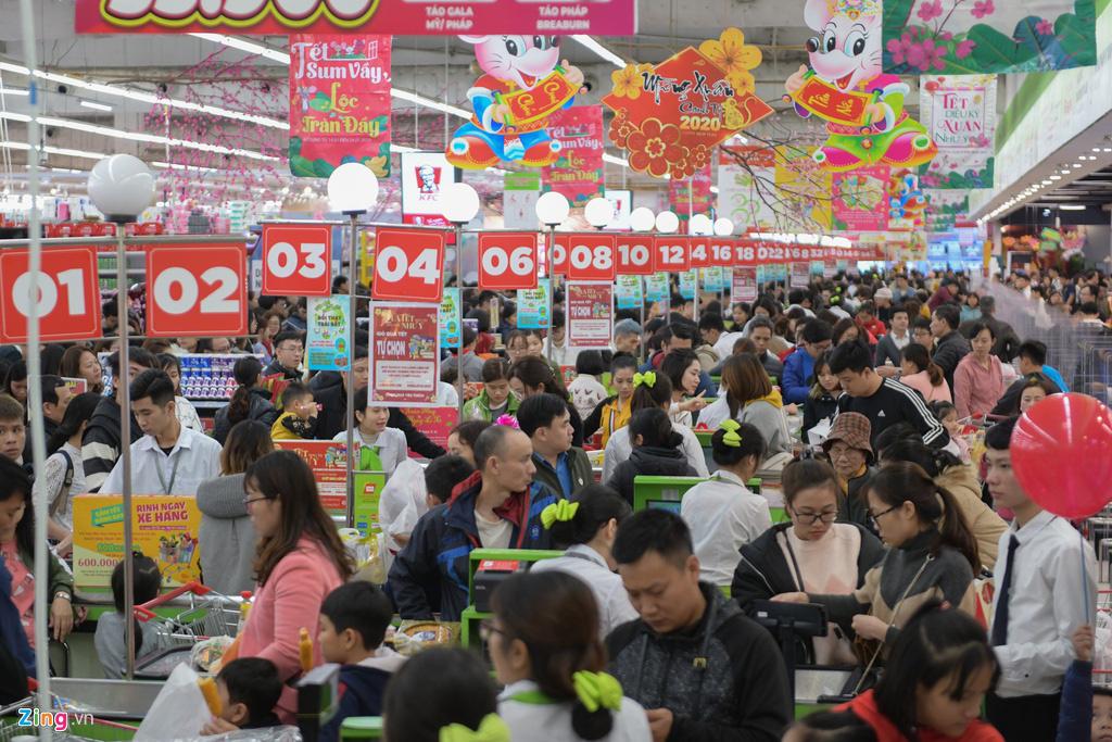 'Tôi tốn hàng giờ so giá trên sàn TMĐT thay vì xếp hàng ở siêu thị' - Ảnh 1.