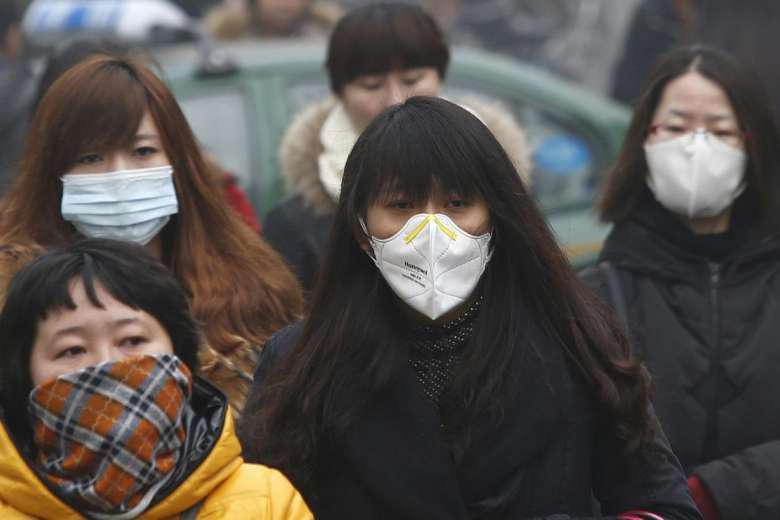 Bệnh viêm phổi lạ lan nhanh ở Trung Quốc, giá cổ phiếu dược và khẩu trang đồng loạt tăng kịch trần - Ảnh 1.