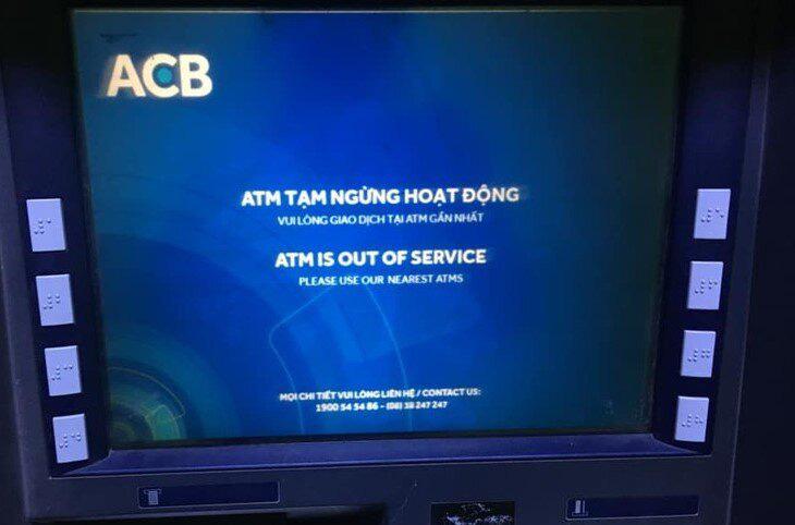 ATM đồng loạt 'nghỉ Tết' sớm, khách chạy vạy tìm chốn rút tiền - Ảnh 3.