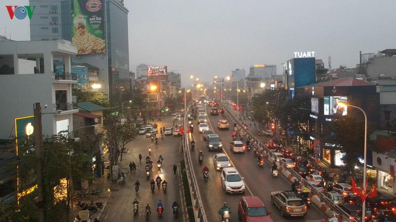 Dòng xe cộ cuồn cuộn đội mưa rét ngày cận Tết Canh Tý 2020 - Ảnh 3.