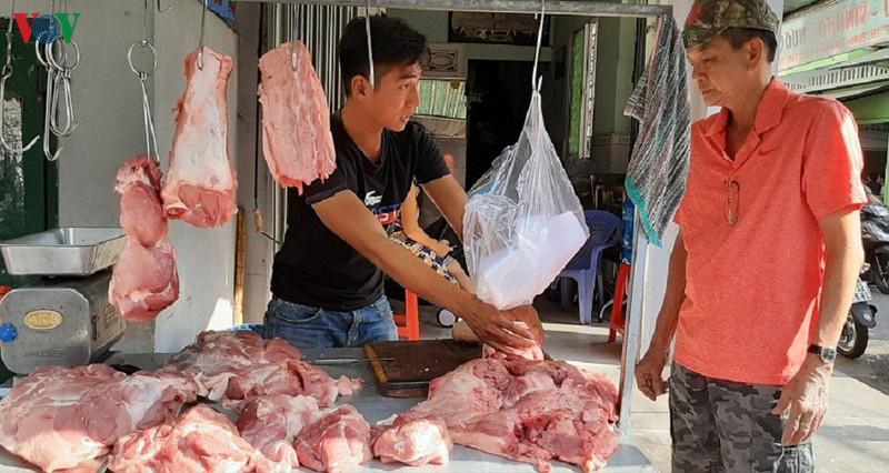 vovgiathitheo1ulxu 1579702019870 15797020198742102285472 - Tiểu thương đẩy giá thịt heo lên mức cao nhất từ trước đến nay