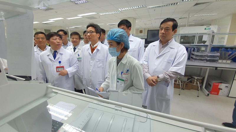2 bệnh nhân Việt Nam nghi nhiễm virus corona: Có nữ sinh trở về từ Vũ Hán - Ảnh 1.