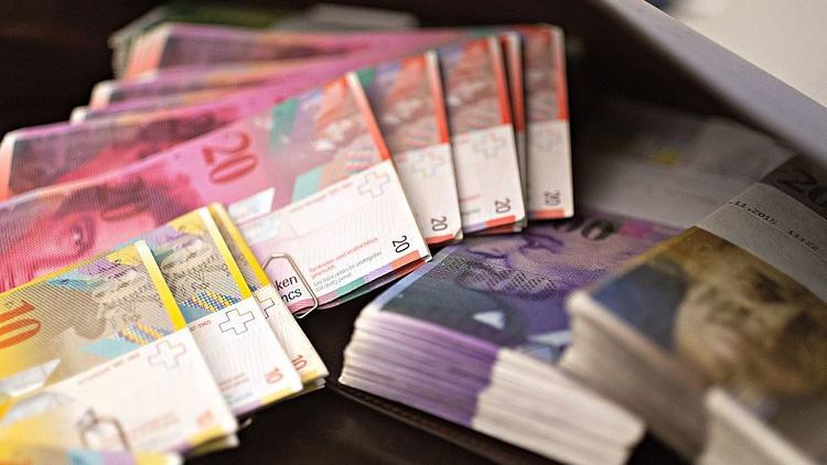 Thế khó của nhà giàu khi gửi tiền ở Thụy Sỹ - Ảnh 1.