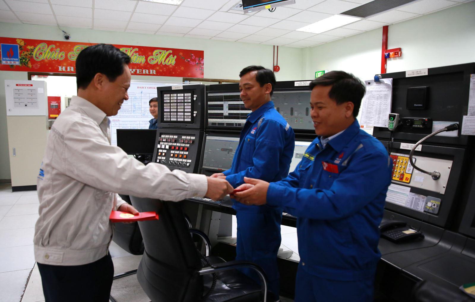 Nhà máy Lọc dầu Dung Quất hoạt động 110% công suất dịp Tết Canh Tý 2020 - Ảnh 2.