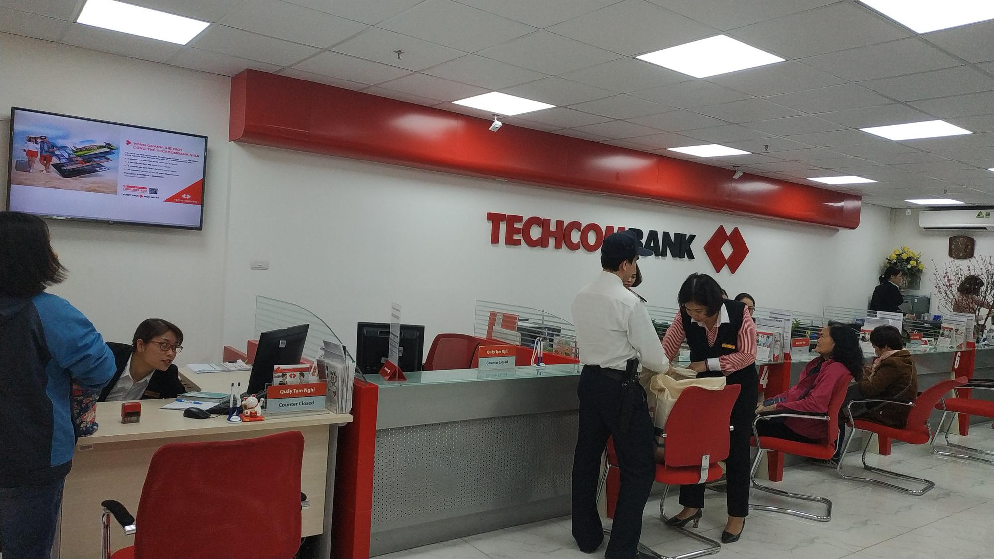 TCB lên đỉnh mới, người nhà lãnh đạo Techcombank muốn bán bớt cổ phiếu - Ảnh 1.
