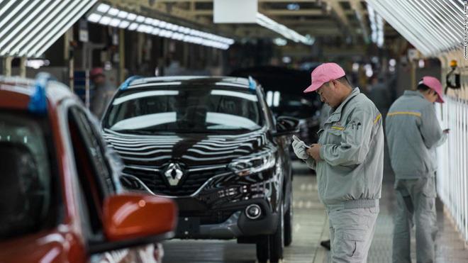 Sản xuất trì trệ, các đại gia ôtô gấp rút đưa người khỏi ổ dịch corona - Ảnh 1.