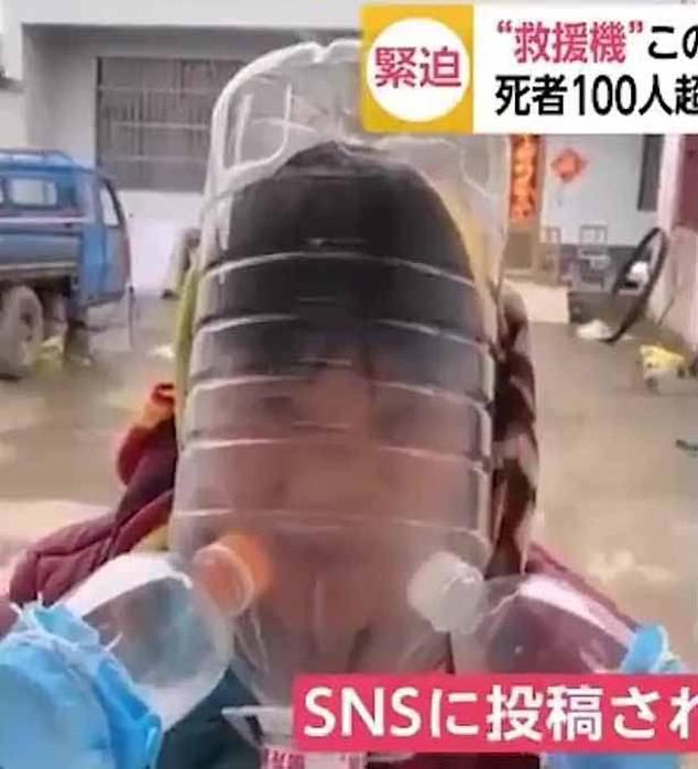 Khẩu trang y tế khan hiếm, du khách Trung Quốc chấp nhận đội thùng nhựa, trùm túi nilon lên đầu - Ảnh 8.