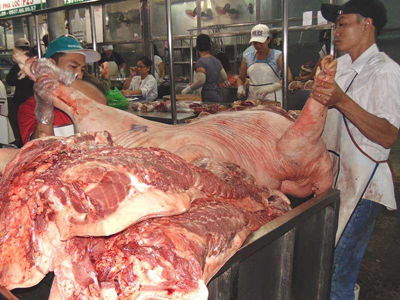Giáp tết, nguy cơ thịt heo bẩn tràn vào TP HCM - Ảnh 1.