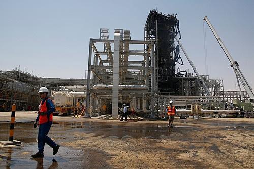 Ngành dầu mỏ nín thở trước cơn giận của Iran - Ảnh 2.