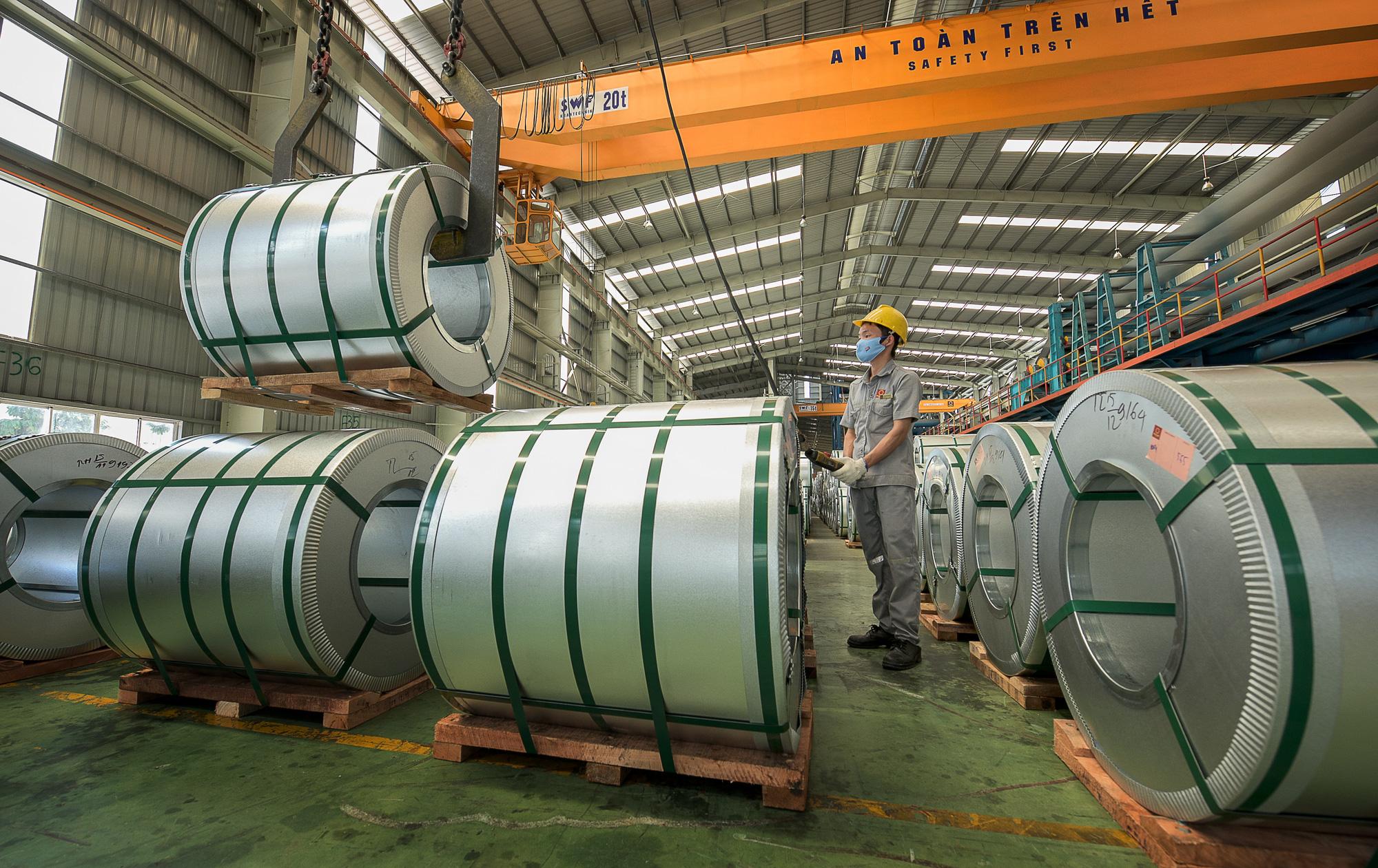 Hoa Sen bán gần 790.000 tấn tôn mạ trong 8 tháng, dẫn đầu thị phần cả nước - Ảnh 1.