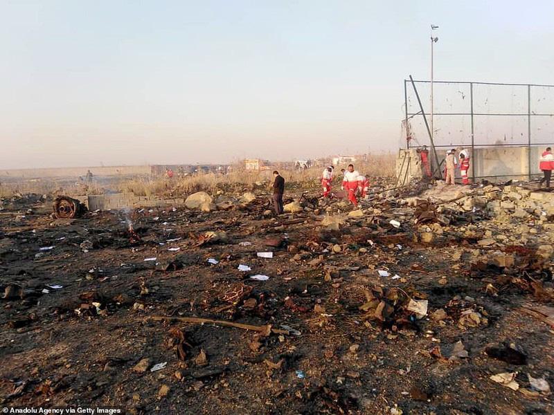 Hiện trường thảm khốc máy bay Ukraine chở 176 người rơi ở Iran - Ảnh 10.