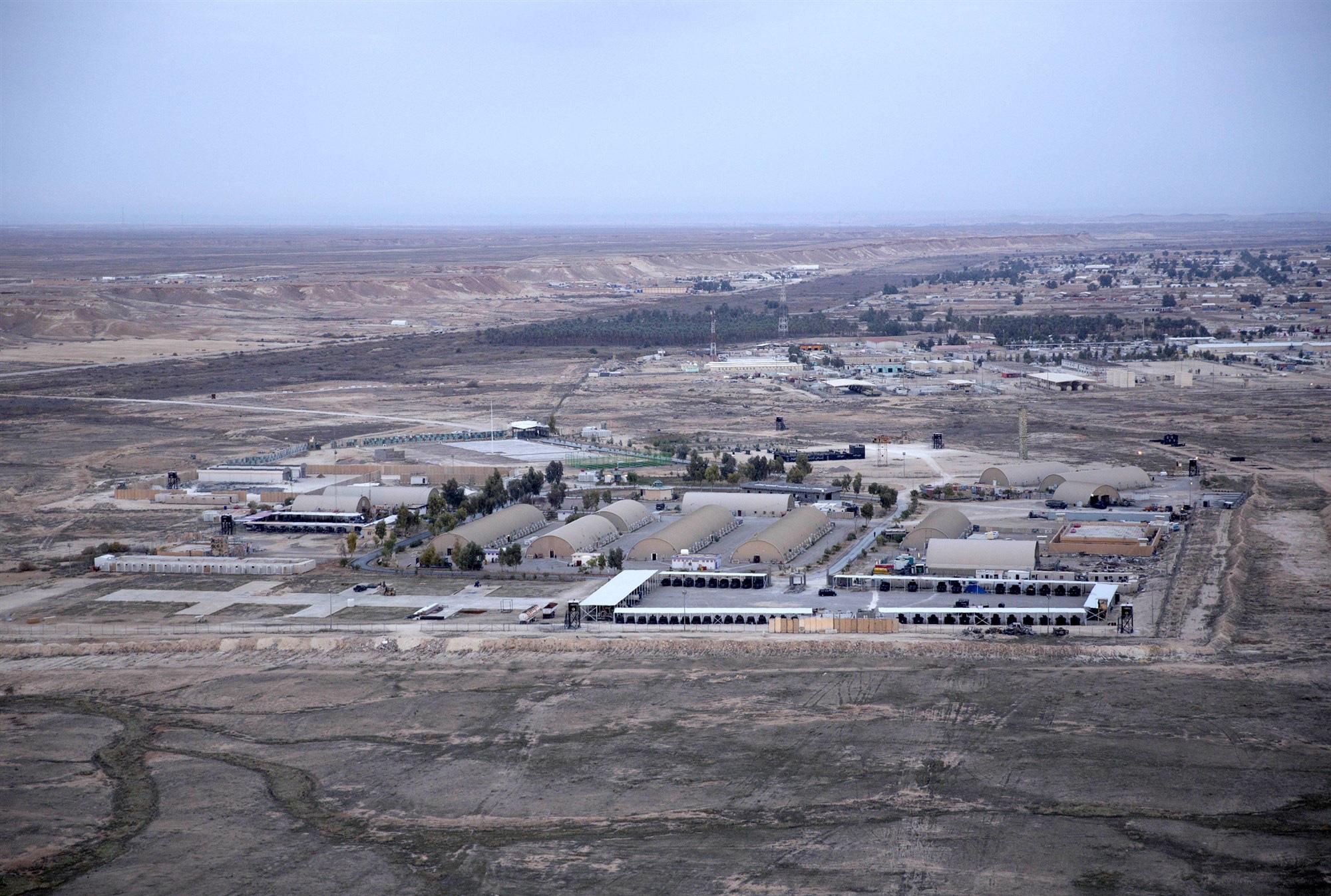 Iran phóng loạt rocket vào căn cứ Mỹ để trả thù cho tướng Soleimani - Ảnh 1.