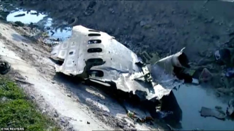 Hiện trường thảm khốc máy bay Ukraine chở 176 người rơi ở Iran - Ảnh 2.