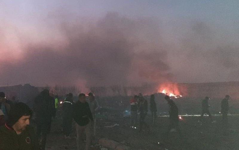 Hiện trường thảm khốc máy bay Ukraine chở 176 người rơi ở Iran - Ảnh 3.