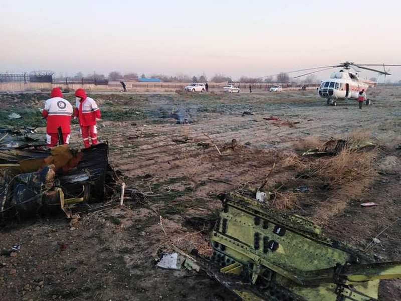 Hiện trường thảm khốc máy bay Ukraine chở 176 người rơi ở Iran - Ảnh 6.
