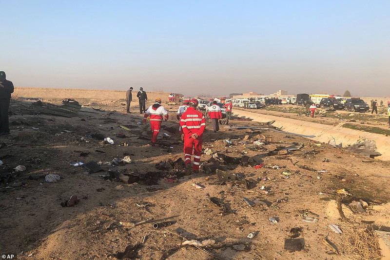 Hiện trường thảm khốc máy bay Ukraine chở 176 người rơi ở Iran - Ảnh 7.