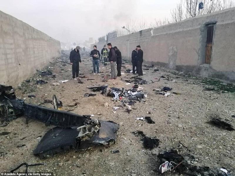 Hiện trường thảm khốc máy bay Ukraine chở 176 người rơi ở Iran - Ảnh 8.