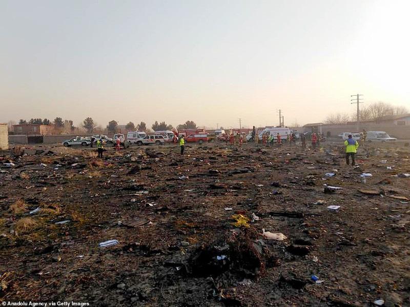 Hiện trường thảm khốc máy bay Ukraine chở 176 người rơi ở Iran - Ảnh 9.