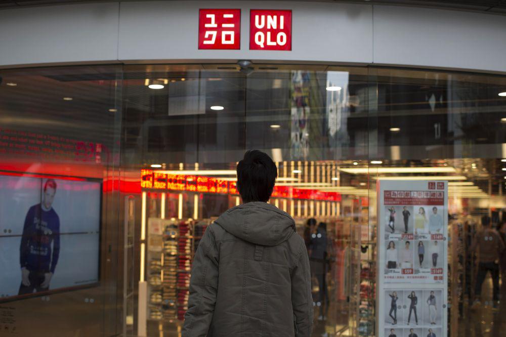 Chủ sở hữu thương hiệu Uniqlo: Doanh số bán hàng ở nước ngoài sụt giảm mạnh nhất trong một thập kỉ - Ảnh 1.