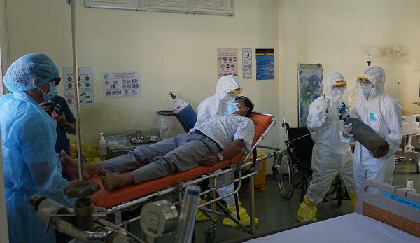 Phòng chống dịch bệnh do virus Corona: Bệnh viện dã chiến qui mô 300 giường chính thức nhập cuộc - Ảnh 10.