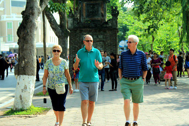 Du lịch Việt Nam có thể thiệt hại từ 2,3 - 5 tỉ USD vì dịch virus corona - Ảnh 1.