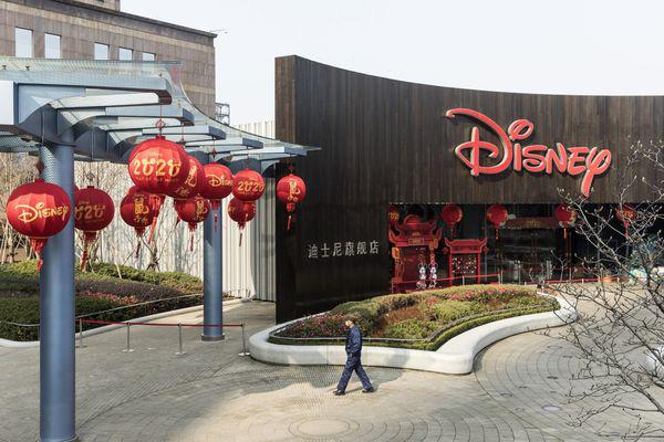 Nhiều thương hiệu quốc tế khốn đốn khi khách hàng Trung Quốc ở nhà do virus corona - Ảnh 1.