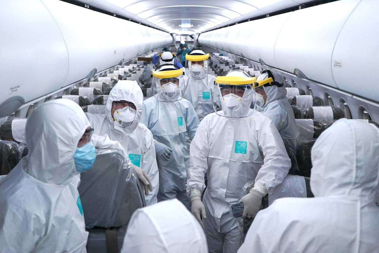 Trao bằng khen của Thủ tướng cho tổ bay Vietnam Airlines tới Vũ Hán đưa đồng bào về nước - Ảnh 5.