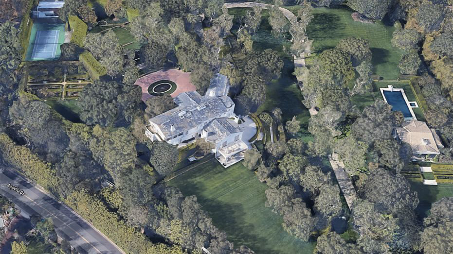 Ông chủ Amazon vung 165 triệu USD để sở hữu căn biệt thự đắt nhất California - Ảnh 2.
