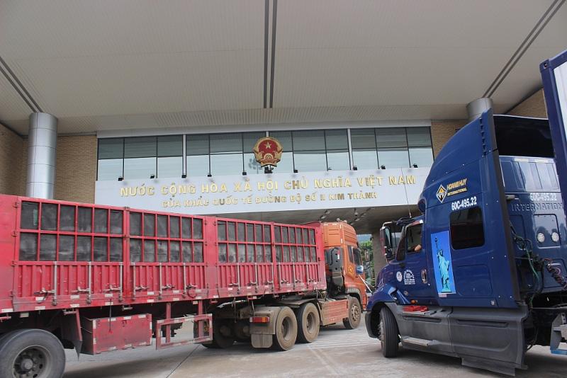 Doanh nghiệp không mất thêm chi phí khi sử dụng xe trung chuyển ở Lào Cai - Ảnh 1.
