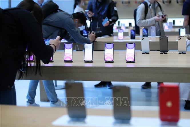 Tòa án Mỹ phán quyết Apple phải trả lương cho thời gian nhân viên chờ kiểm tra túi xách - Ảnh 1.
