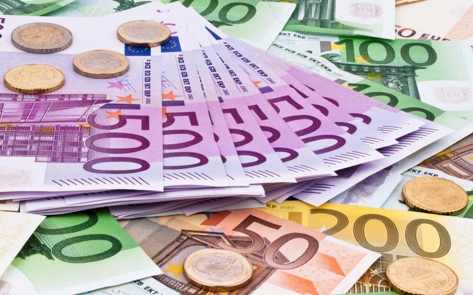 Tỷ giá đồng Euro hôm nay 14/2: Đồng Euro giảm xuống mức thấp nhất gần 3 năm so với USD - Ảnh 1.