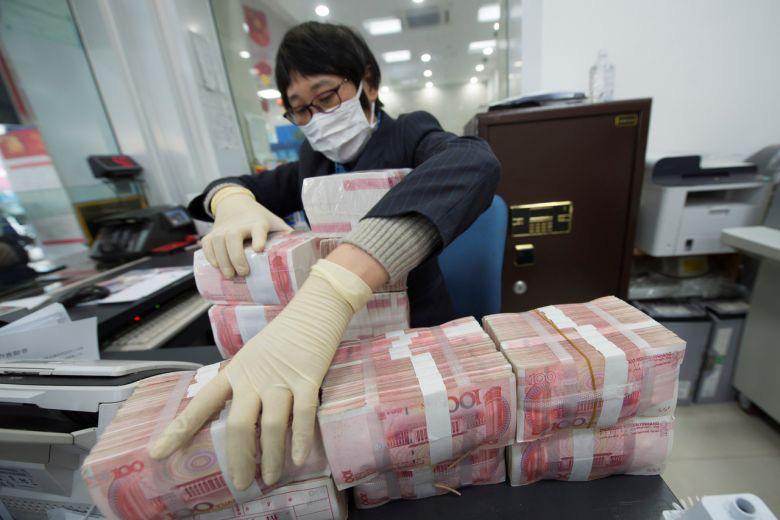 Trung Quốc 'cách li' tiền cũ, phát hành khẩn cấp tiền mới vì virus corona - Ảnh 1.