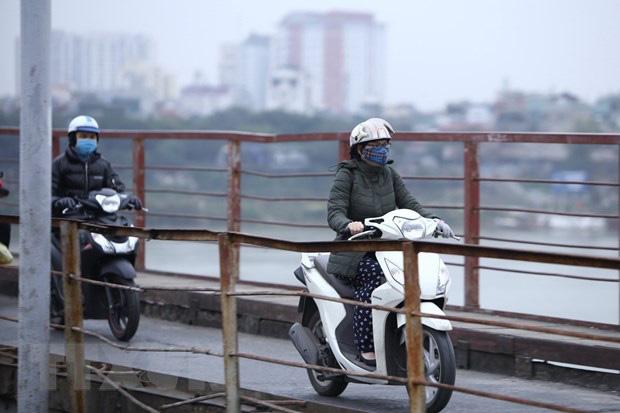 Không khí lạnh gây mưa rào và dông, Hà Nội nhiệt độ giảm sâu - Ảnh 1.