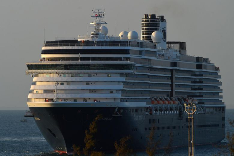 Khẩn cấp truy tìm hơn 1.000 hành khách trên du thuyền cập cảng ở Campuchia - Ảnh 1.