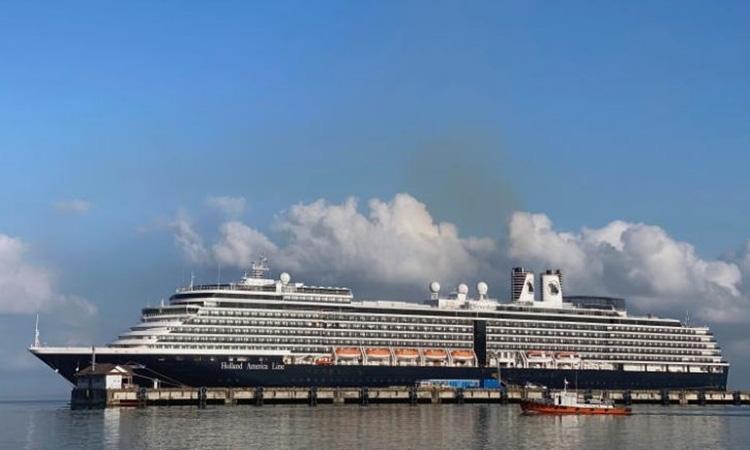 Đại sứ Mỹ đưa gia đình lên du thuyền có người nhiễm nCoV - Ảnh 2.