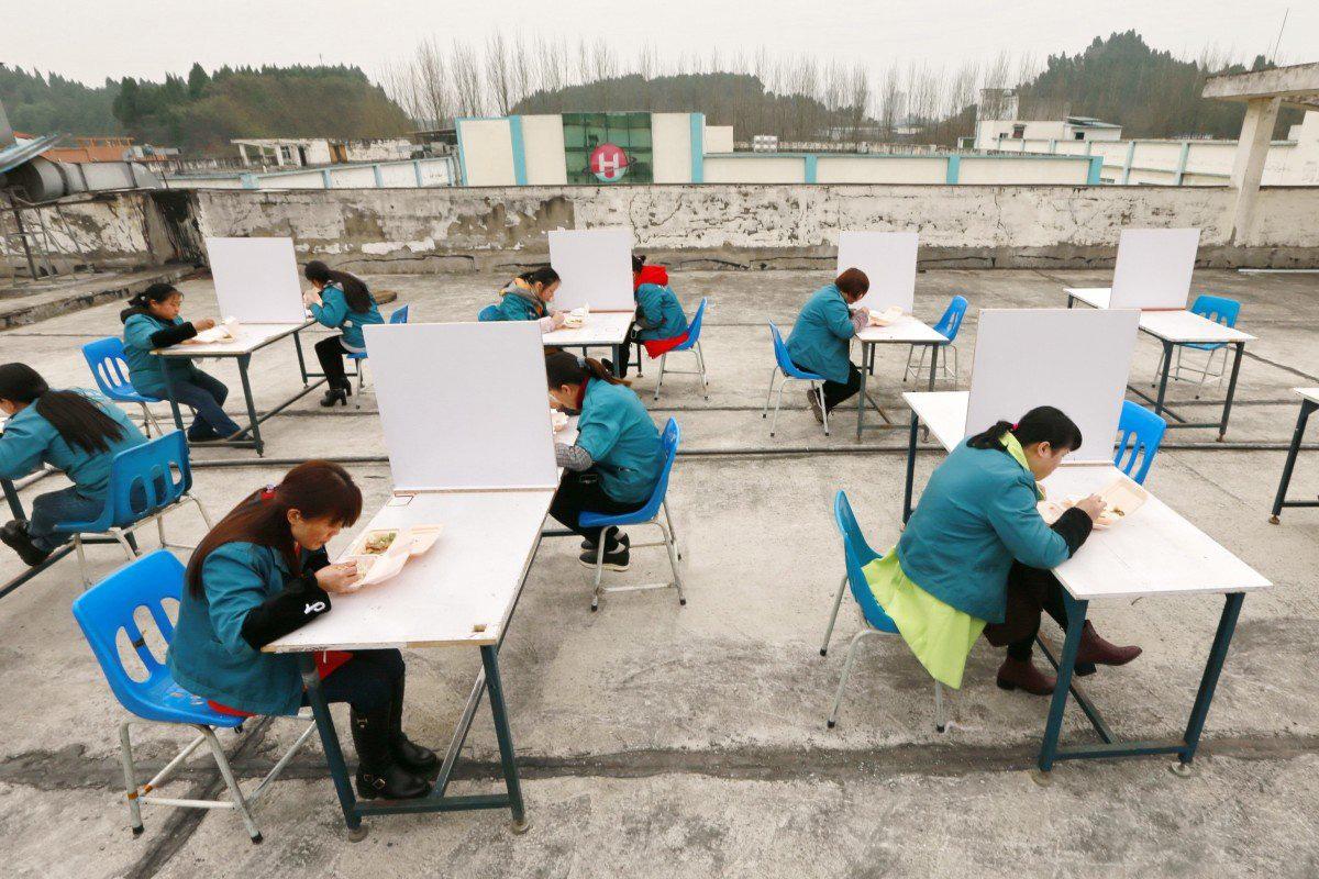 Hàng loạt nhà máy ở Trung Quốc thời dịch virus corona: Trở lại sản xuất hay không đều chết dở - Ảnh 1.