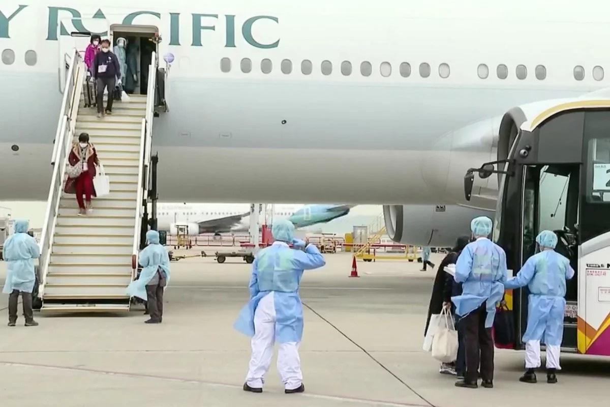 Thanh tra y tế Vũ Hán đến hang cùng ngõ hẻm tìm ca nhiễm virus corona - Ảnh 12.