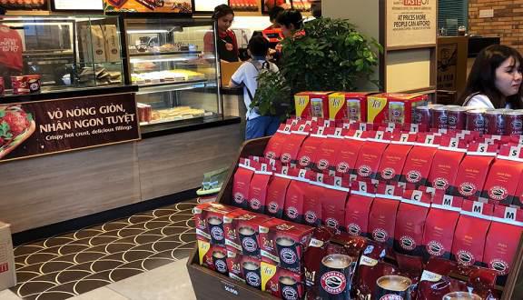 Highlands Coffee xử lí nghiêm nhân viên đuổi khách hàng, xin lỗi công khai người bị đuổi - Ảnh 1.