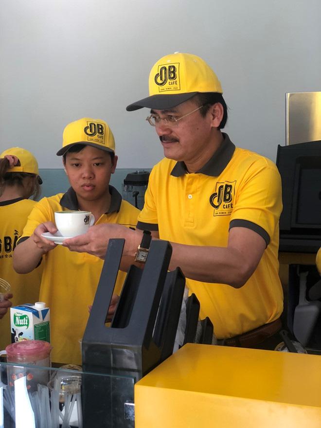 Cà phê Ông Bầu chạy thử, bầu Thắng trực tiếp bán cà phê - Ảnh 7.