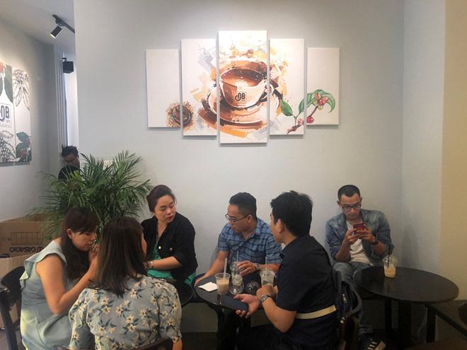 Cà phê Ông Bầu chạy thử, bầu Thắng trực tiếp bán cà phê - Ảnh 12.