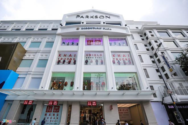Có 10 tỉ USD tiền mặt, Uniqlo mở thêm cửa hàng và đẩy mạnh bán online - Ảnh 2.