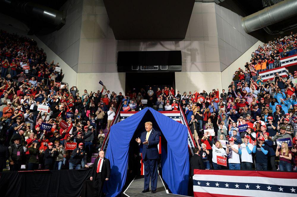Bloomberg: Youtube có thể kiếm bộn tiền từ ông Trump trước và trong ngày bầu cử tổng thống Mỹ - Ảnh 2.