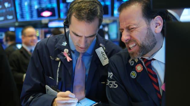 Dow Jones lên đỉnh một tháng giữa nhiều tin tức trái chiều về gói cứu trợ - Ảnh 1.